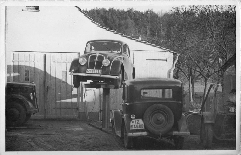 Hof der Tankstelle 1938