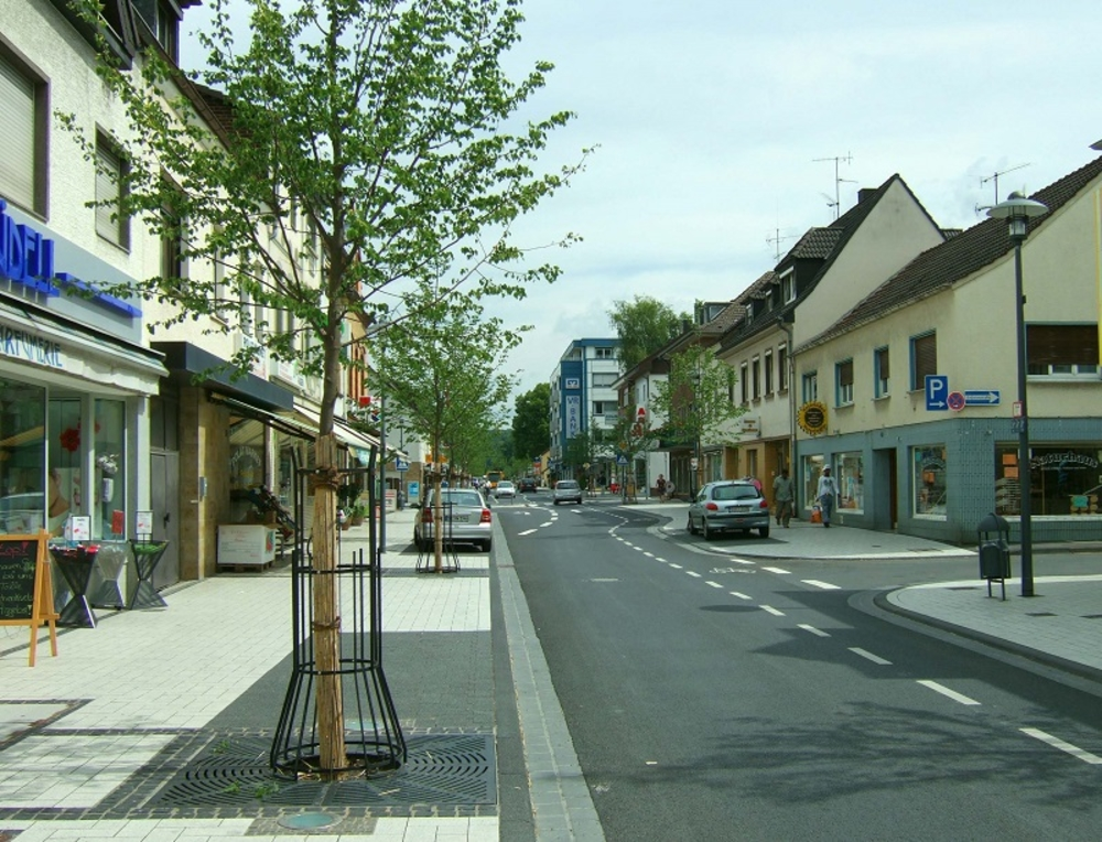 Neue Hauptstraße 31. Juli 2006