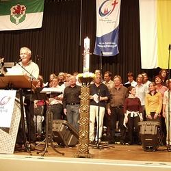 Marienfeier Jabachhalle; Begrüßung durch Friedhelm Limbach mit Chor Da Capo