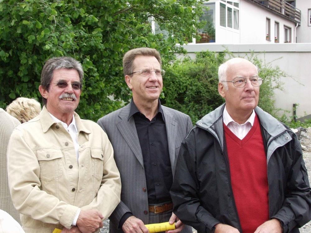 Gutgelaunte Stadtfestbesucher vlnr: Siegfried Klingshirn (ehemaliger Leiter der KSK Köln Filiale in Lohmar), Hans Joachim Hamerla (Stadtplaner), Paul Hoscheid (ehemaliger Vorstand VR Bank Rhein-Sieg)