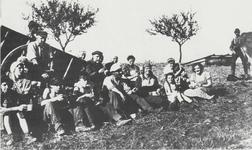 Kaffeepause während einer Kartoffelernte in 1941