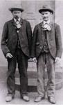In Höfferhof wohnende Junggesellen Wilhelm (links) und Karl (rechts) Steeger – vor dem 1. Weltkrieg.