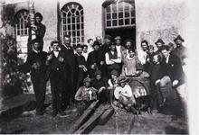 Im Aggerhof bei Westers wird im Mai 1924 die Ankunft von 2 großen Fässern Wein gefeiert.