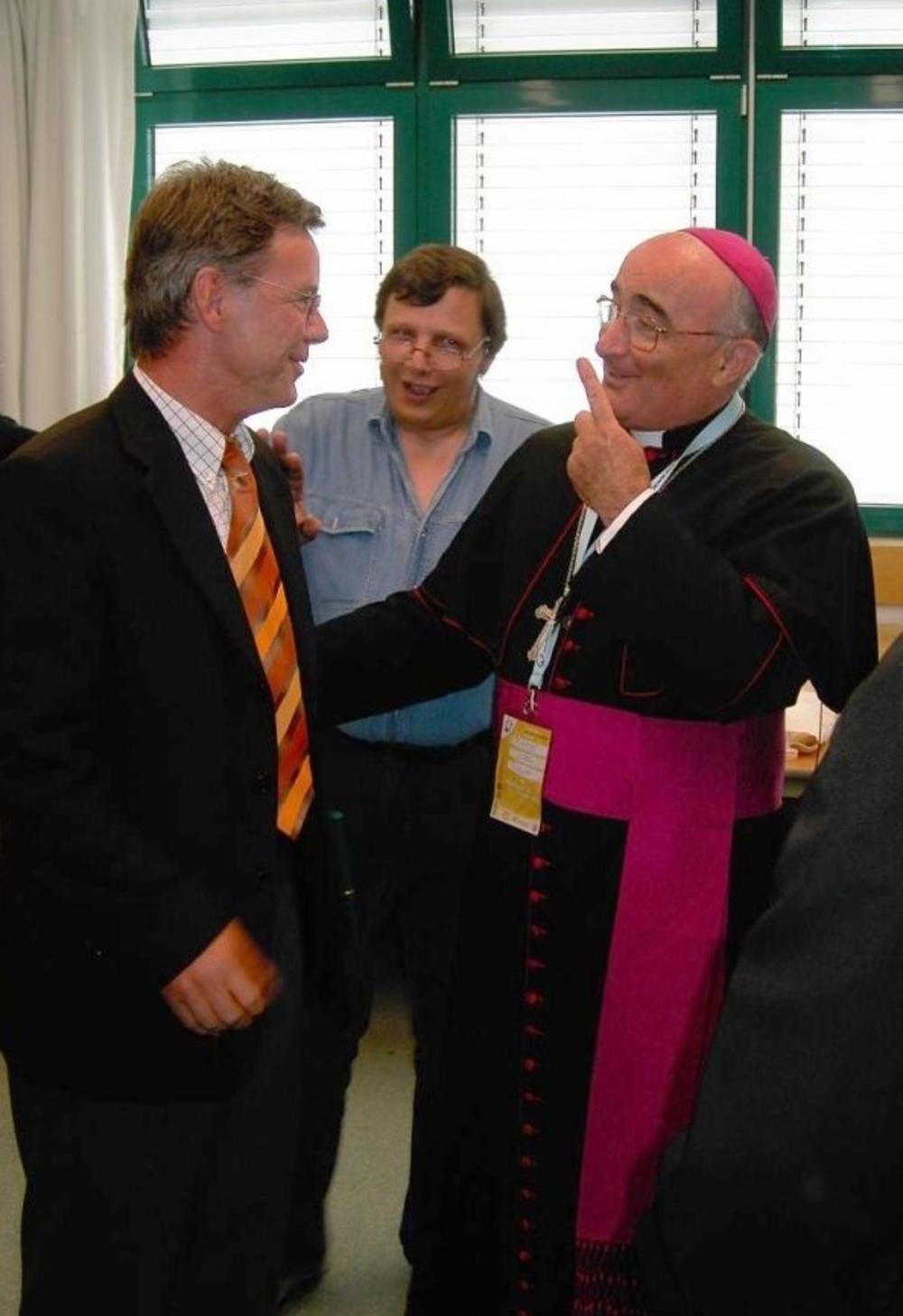 Bischof Diego Coletti (Como) mit Bürgermeister Wolfgang Röger und Dolmetscher Nino D´Alesio