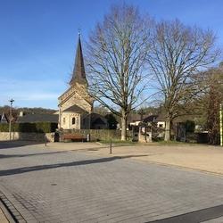 Die Einweihung des ersten Kriegerdenkmales in Lohmar war am 28.6.1925. Es enthält als Mittelkörper das von Pfarrer Michael Irmgartz 1684 gestiftete Kreuz zu Ehren der heiligen Dreifaltigkeit.