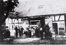 """Dreschen in Mailahn am . """"Ahl Weber's Huus"""" – später Becker/Stelzer – im Jahre 1944"""