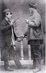 """Sehr altes Bild von ca. 1875. 2 Wahlscheider Viehhändler """"ston beneen"""" (stehen beieinander) in der Handelspose, dem Handschlag."""