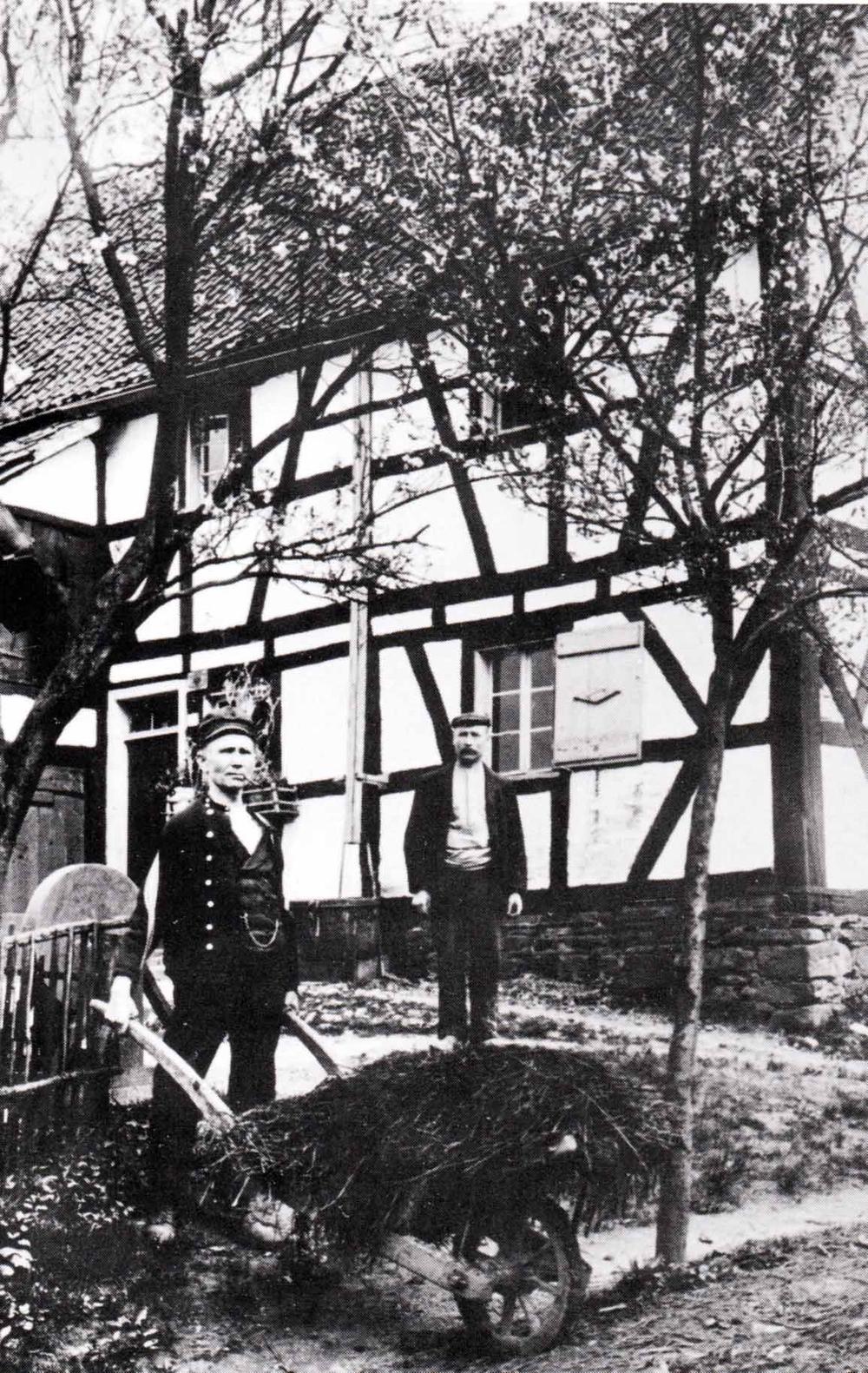 """""""Näelschmett's Justav"""" (Gustav Lindenberg) mit """"Pief"""" und Uhrenkette"""