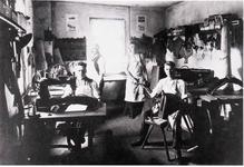 """""""Hamacher"""" (Hamenmacher bzw. Sattler) mit Meister Julius Erlinghäuser in Durbusch Anfang der 1920er Jahre"""