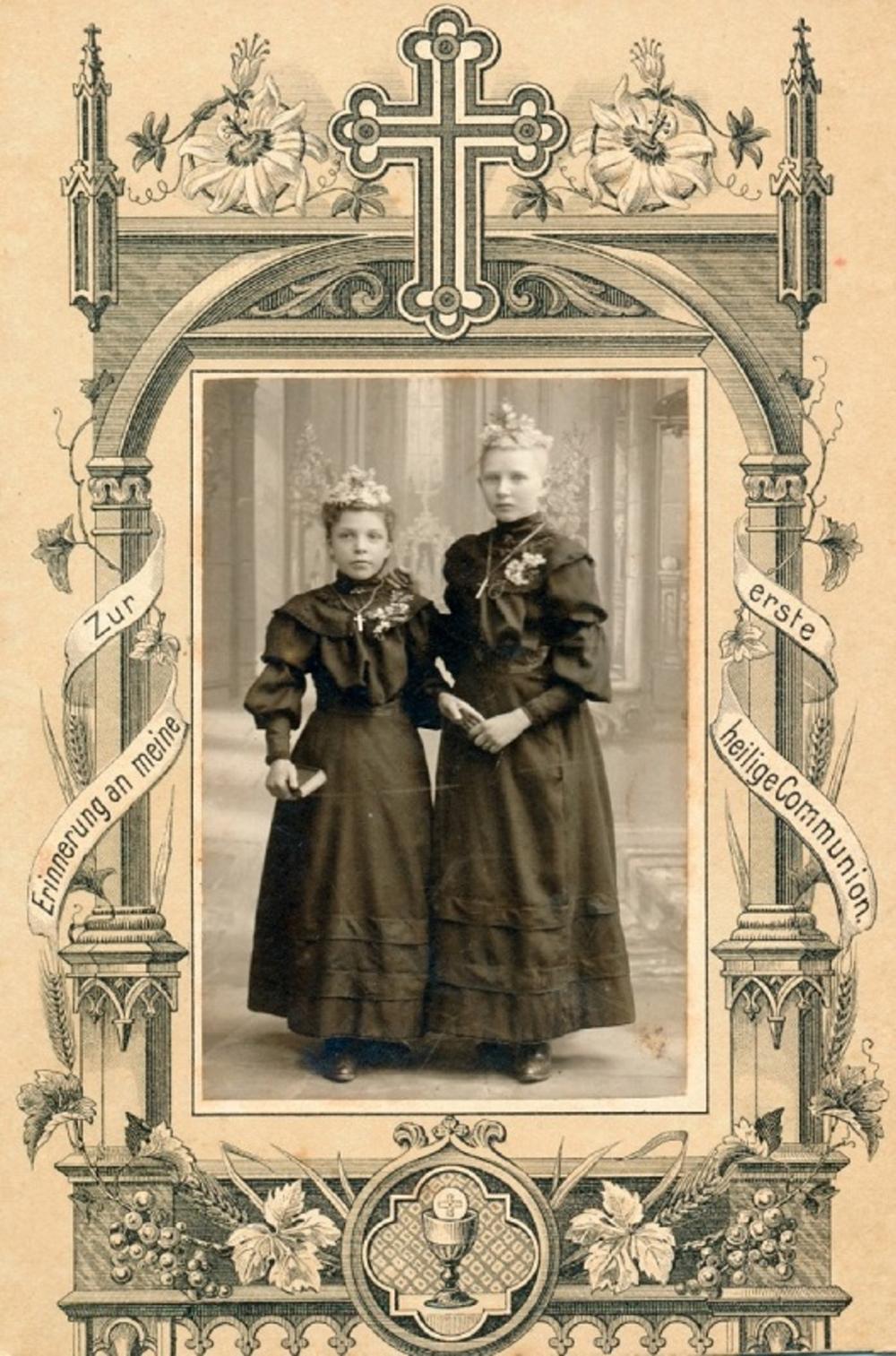 Weißer Sonntag 1901. Links Gertrud Hagen verh. Pohl und rechts Maria Lohr verh. Distelrath.