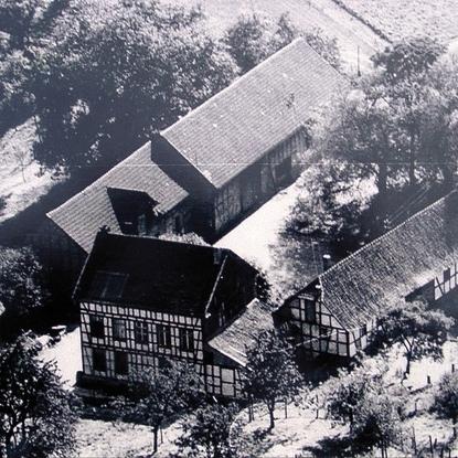 Der untere Knipscher Hof von Norden mit Wohnhaus, Kuhstall, Remise, Pferdestall und Scheune