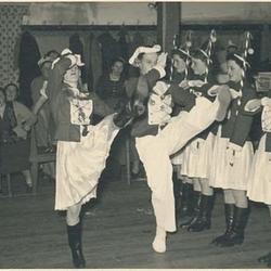 """Damentanzcorps """"Rheintöchter"""" Rot-Weiß Birk (1955 -1995). Das erste Tanzpaar Mathilde Hochgeschurz und Hermann Schmitz 1955."""