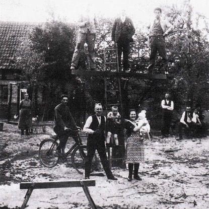 Von jungen Männern in Grünenborn erstelltes Karussel