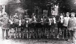 Hugo Breideneichen (rechts außen), Pferdehändler