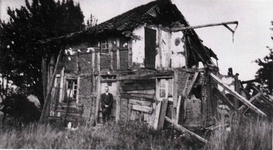 """""""Wengksches"""" (Windschiefes) Wohnhaus des Peter Eimermacher in Kixbirk Ende der 20er Jahre"""