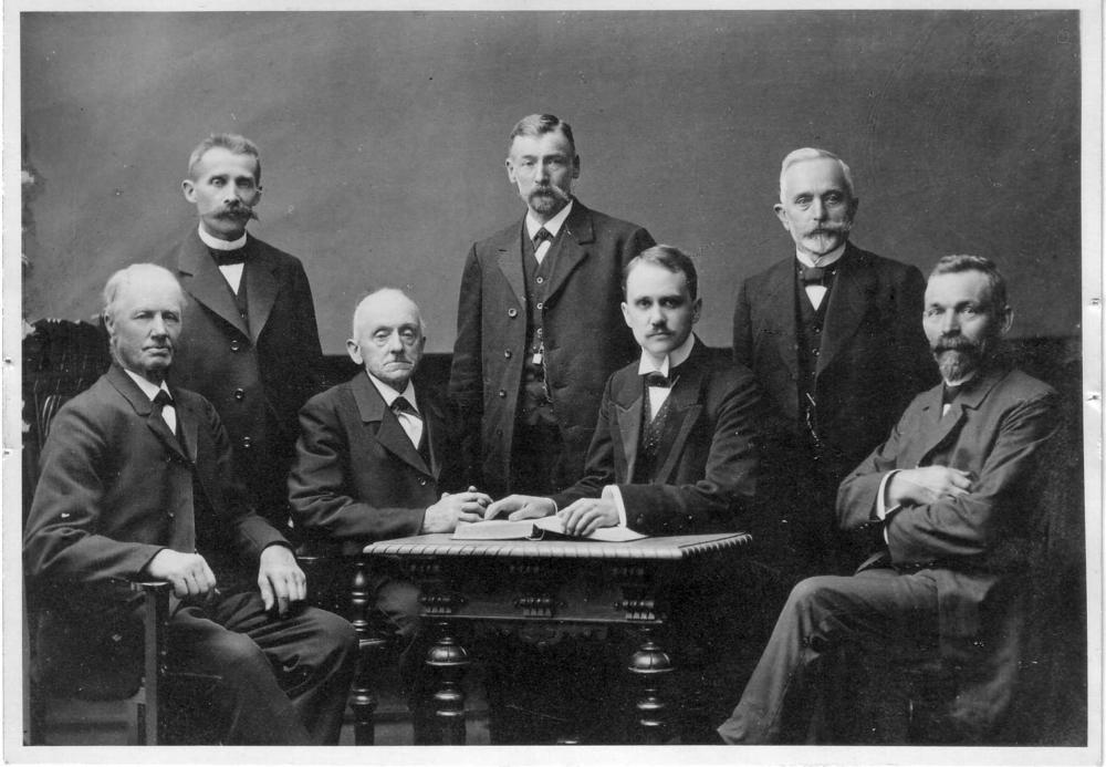 Presbyterium 1912, vlnr: Wilhelm Weber, Scheid; Karl Lindenberg, Agger; Johann Peter Kürten, Linden; Karl Weber, Scheid; Pfr. Martin Zänker; Gustav Lemmer, Großbliersbach; Karl Voß, Großhecken