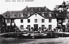 Innenhof von Schloß Auel vor dem 1. Weltkrieg.