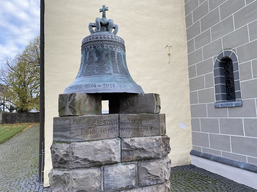 Denkmal an der ev. Sankt Bartholomäus-Kirche in Wahlscheid