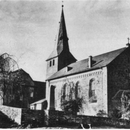 Burghaus und Kirche Honrath – Foto um 1940