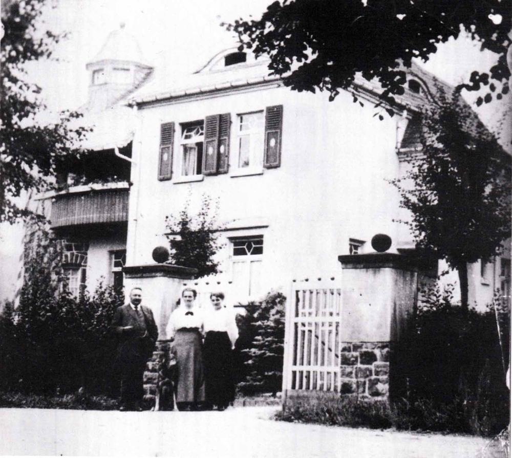Rentmeister Emils Haas mit seiner Ehefrau und Tochter Emilie (genannt Milli, verheiratete Kirschbaum)